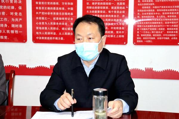 图二:县纪委监委派驻十三组组长毛恩军传达上级会议精神.jpg
