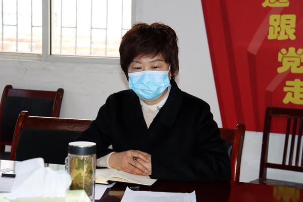 图三:副局长胡煜昊领学上级文件.jpg