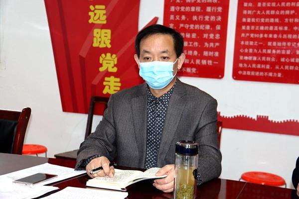 图四:局长黄建新主持会议并做总结讲话.jpg